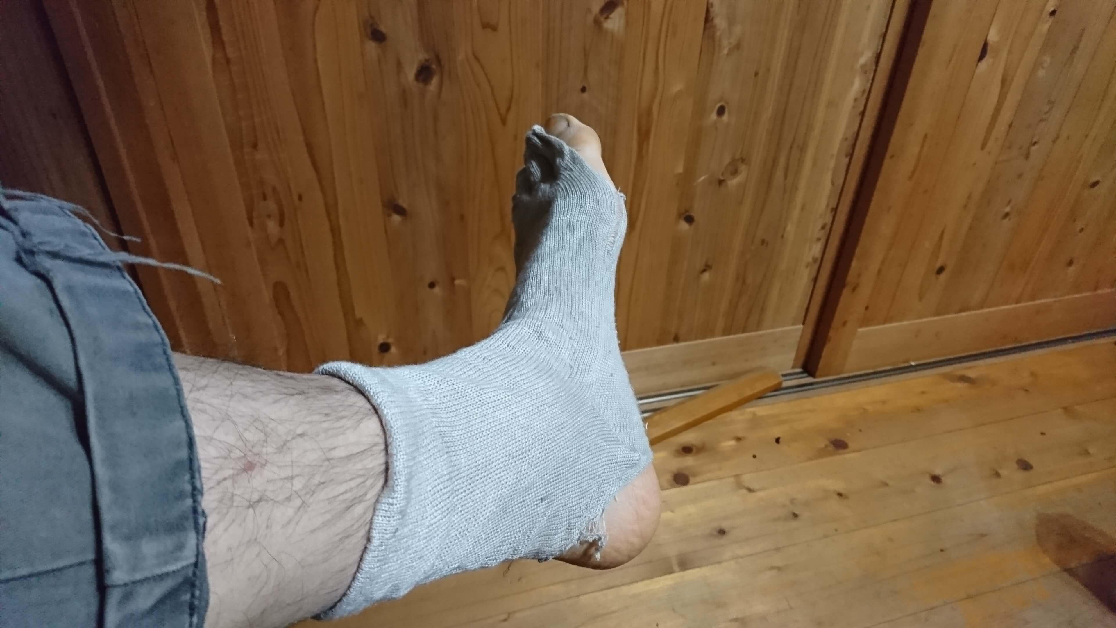 破れた靴下