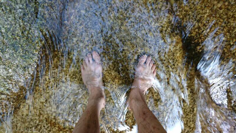 水に浸ってアーシング